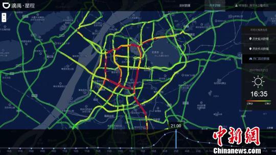 南京/根据大数据的图像显示,晚间9点开始是代驾呼叫最集中的时间段。...