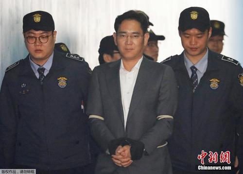 当地时间2017年4月7日,三星副会长李在�F首次出席庭审。