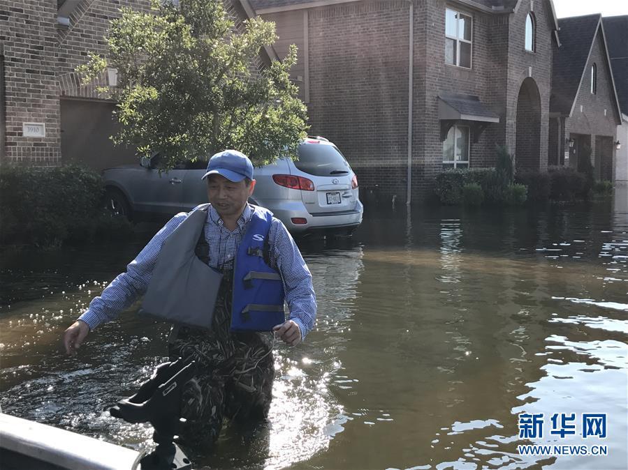 """(国际・图文互动)(1)""""哈维""""飓风中民船救援队彰显华人互助力量"""