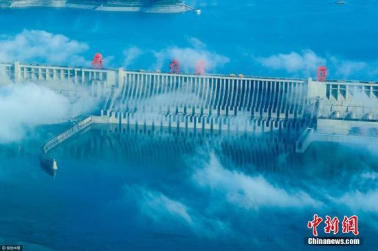 三峡水库启动第十次试验性蓄水 首日迎洪水