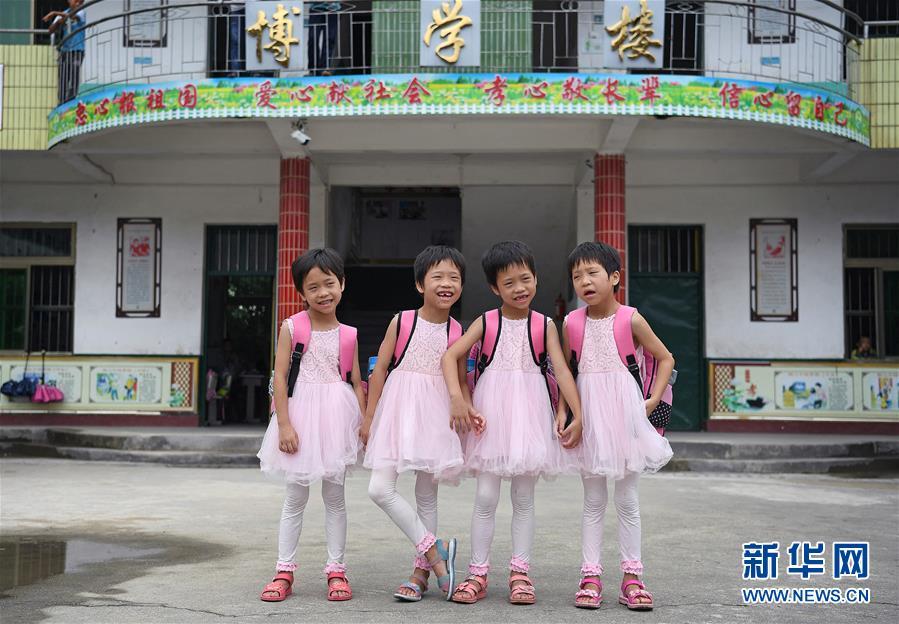 (图片故事)(1)深山四胞胎姐妹上学了