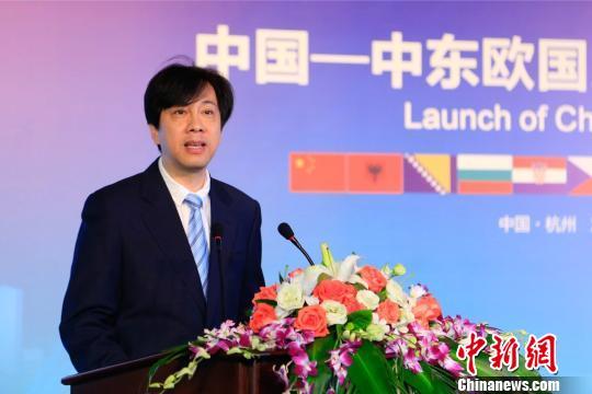 杭州图书馆馆长褚树青宣读联盟倡议书 王远 摄