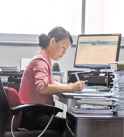 天津大学药学院党委书记冯翠玲: