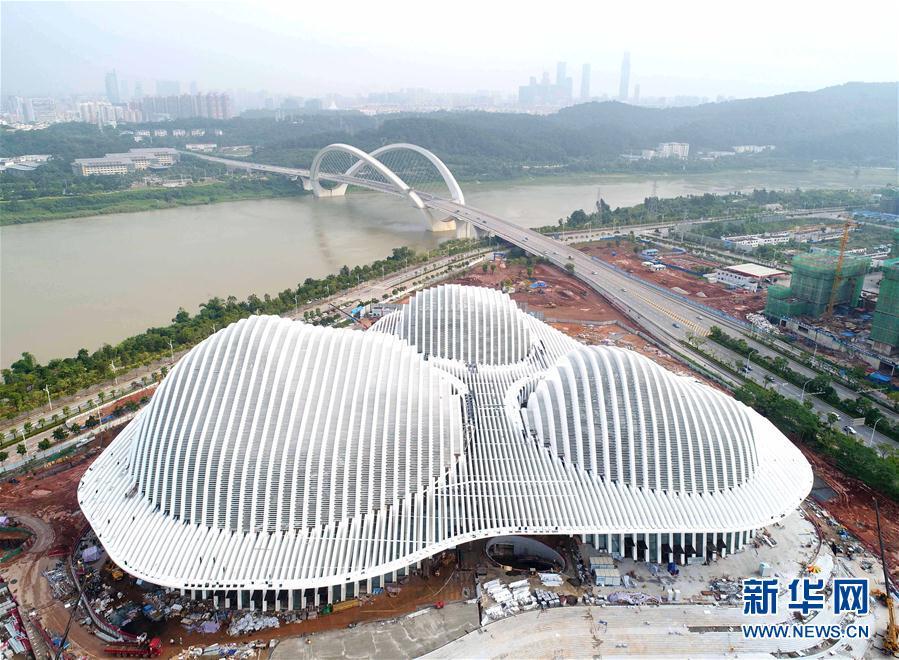 (社会)(1)广西文化艺术中心雏形初现