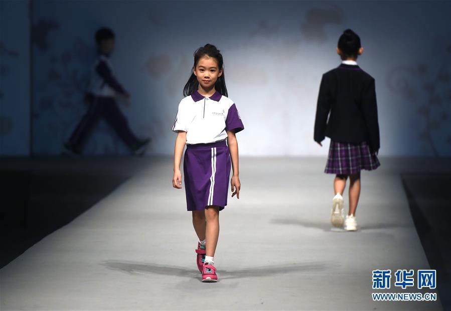 (教育)(1)2017北京市中小学校服研发成果展示活动举行