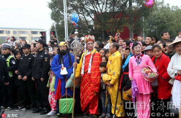 中国首个省级马拉松联赛在南昌开跑 唐僧师徒人群中醒目