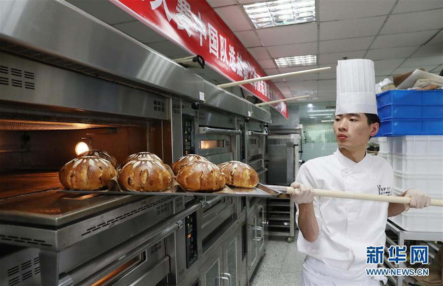 (社会)(1)上海:面包大赛争状元