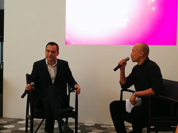 左为Airbnb爱彼迎联合创始人及首席战略官、中国区主席Nathan Blecharczyk