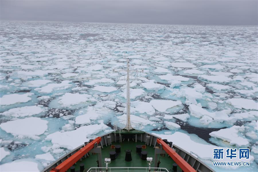 """(图文互动)(1)专访:在南极,最美的蓝冰可能通向死亡――中国南极科考队员讲述""""冰缝惊魂记"""""""