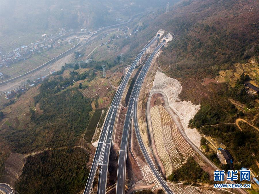 (经济)(5)万利高速公路建成通车