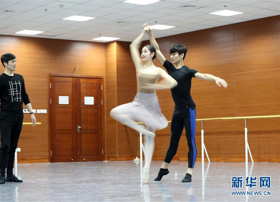 """(文化)(2)触碰""""芳华""""――辽宁芭蕾舞团""""白天鹅""""养成记"""