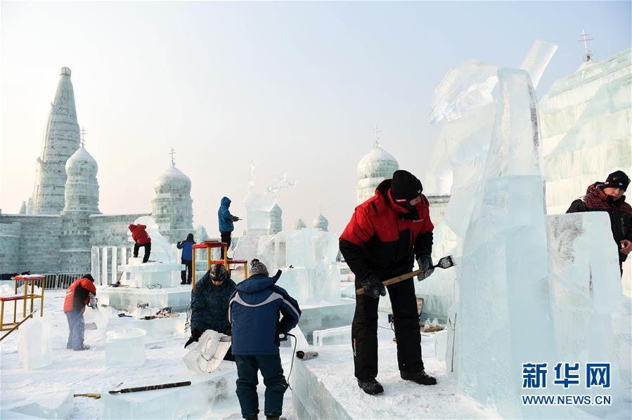 (文化)(1)冰雕高手献技哈尔滨国际组合冰冰雕比赛