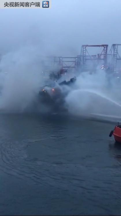 金沙线上娱乐官网:广西一渔船起火沉没阻航道_北海至涠洲岛停航(图)