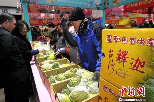 台湾水果受青睐。 张道正 摄