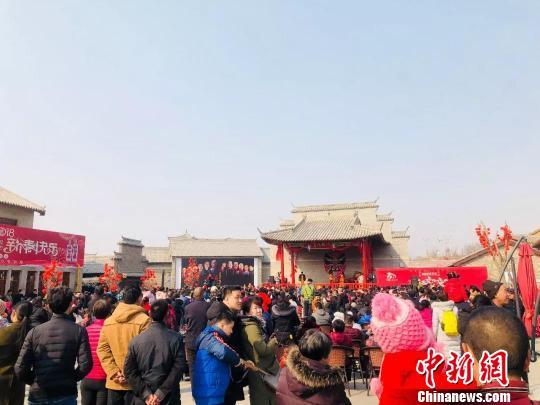 邢台新春文化庙会,太行社戏表演。 张鹏翔 摄