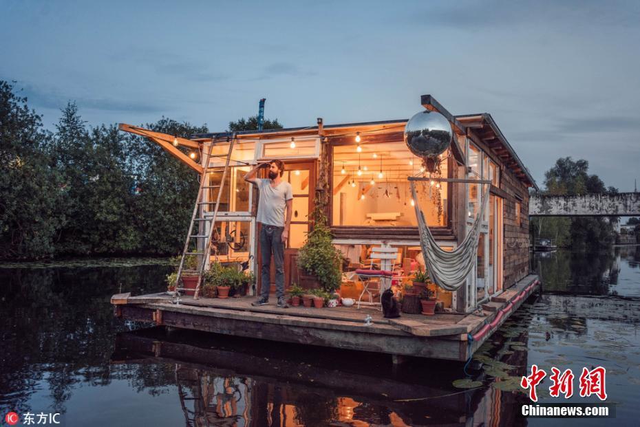 金沙国际娱乐网:男子打造船屋游欧洲_船内船外都是美景