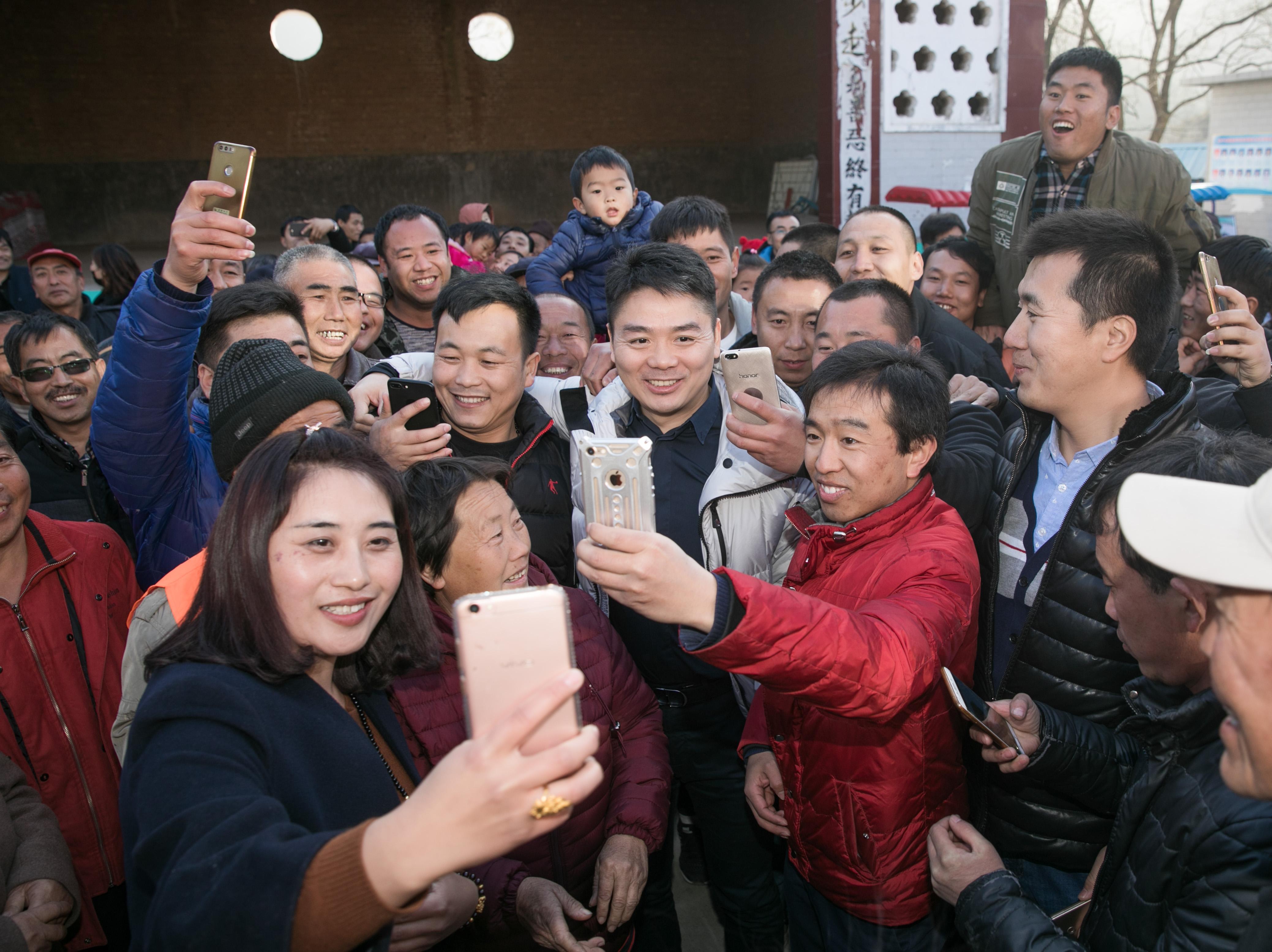 金沙网上娱乐网址:全国政协委员刘强东:多方合力探索电商精准扶贫新模式