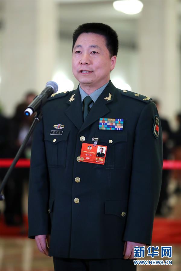 (两会・政协开幕)(1)全国政协委员接受采访