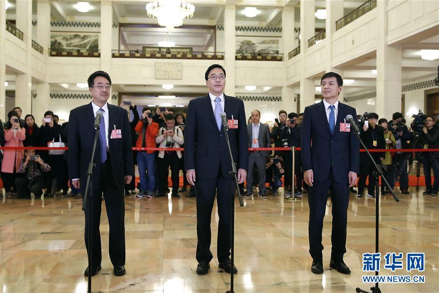 (两会・XHDW)(1)全国政协委员接受采访