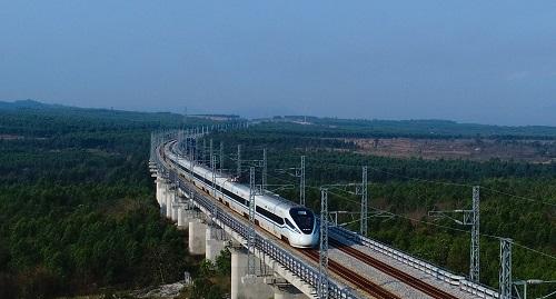 港媒:中日合作研制时速高达500公里的机器人列车