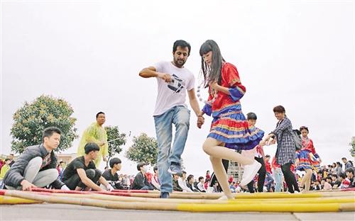 北京赛车投注平台:广西将乡村旅游与旅游扶贫相结合:吃上旅游饭_摘掉贫困帽