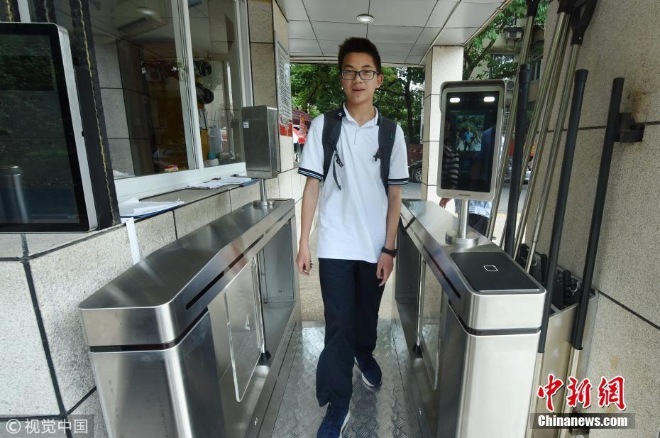 金沙国际娱乐:智慧中学亮相杭州_学生刷脸进校、借书
