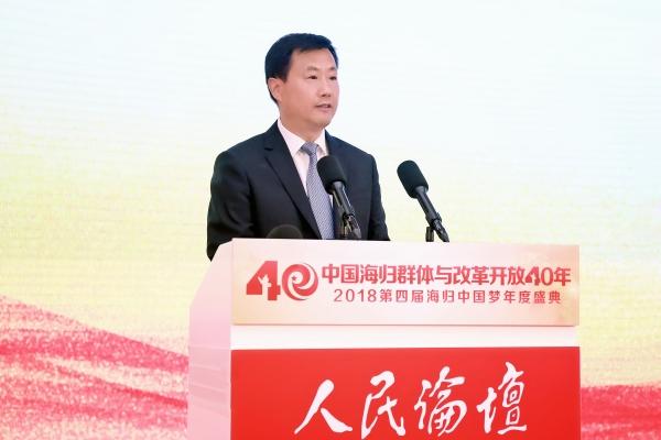 以实际行动有力推动中国与国际接轨,推动科技国际化合作与发展进程,为
