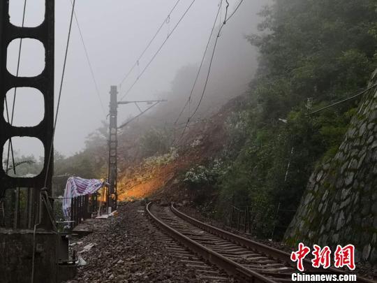 宝成线连续发生山体崩塌灾害影响18趟列车