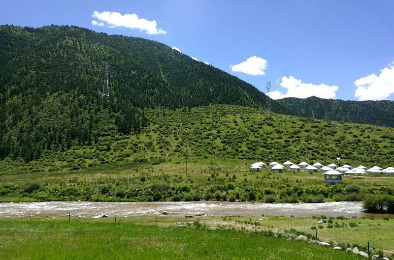 熊猫沟村位于甘南藏族自治州夏河县达麦乡,平均海拔3000米,自然风景