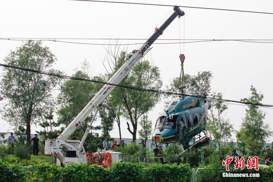 北京一民用直升机因故障实施迫降 机上4人受伤