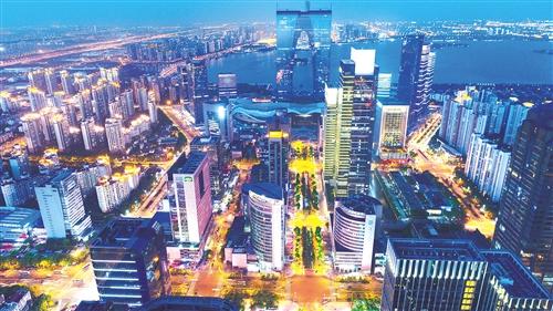 7万亿元,比上年增长7%,同时经济结构和产业结构持续得到优化,发展质量