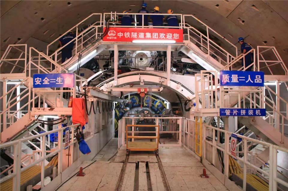 世界最大水下铁路盾构成功穿越狮子洋