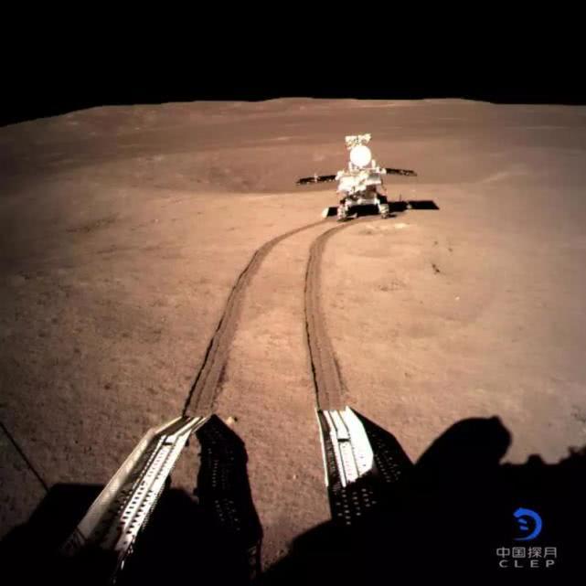 玉兔二号全身照来了,嫦娥四号给拍的