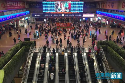 【新春走基层】2019春运有我:一座车站的凌晨与三代铁路人的心愿