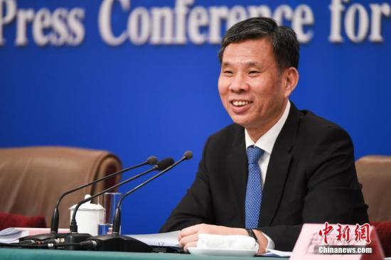 """筑牢""""防火墙"""" 中国财经高官就五类危急发声"""