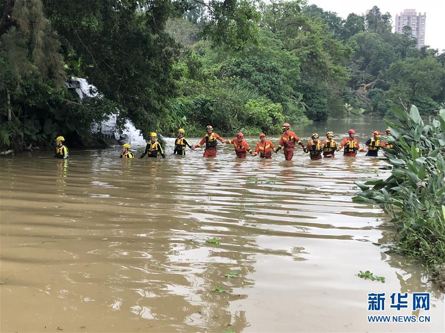 (新华网)深圳瞬时强降雨死亡人数升至4人 尚有7人失联