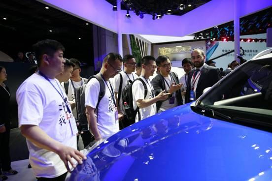 58同镇站长看车团亮相上海国际车展 万镇直播精准覆盖低线市场