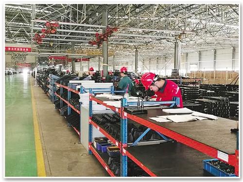 位于寿光的山东凯马汽车制造有限公司装配车间一角。 经济日报-中国经济网记者 瞿长福摄