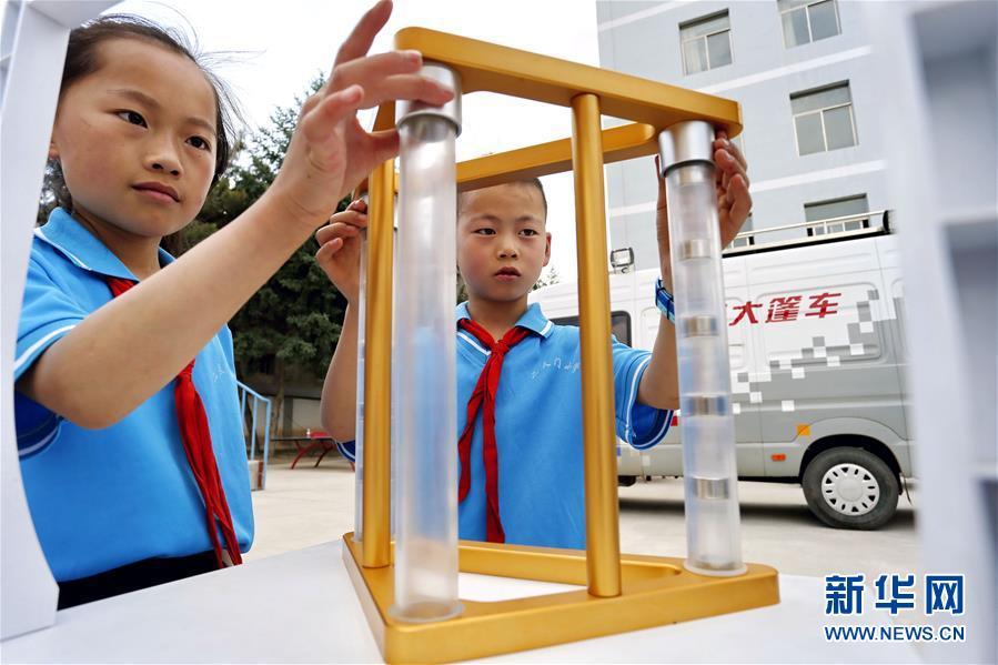 甘肃平凉:科技大篷车进校园