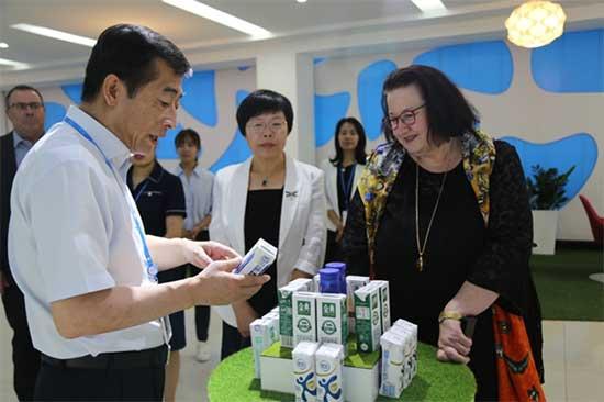 新西蘭駐華大使一行參觀伊利集團