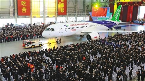 国产大飞机C919成功研发下线,打破了国外公司对大飞机产业的垄断,对我国航空产业乃至高端制造业带来深远影响。