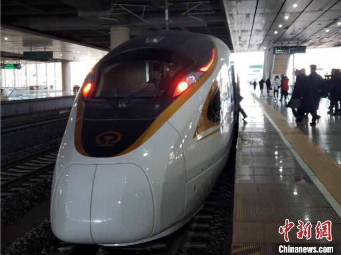 国内首条智能化高铁 京张高铁正式开通运营