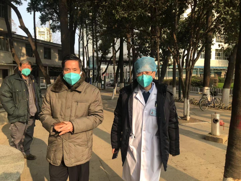 78岁!武汉首例高龄重症病人康复出院