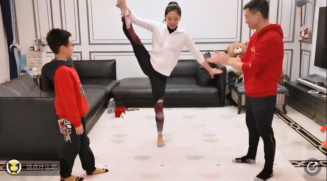 奥运冠军杨威在武汉家中直播亲子体育课 优酷网友刷弹幕为武汉加油