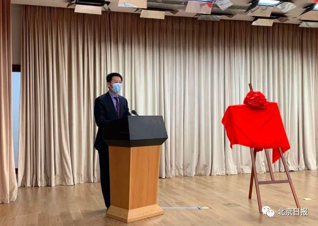 多地书记市长带头摘下口罩,传递一个强烈信号!