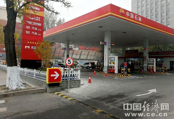国际油价跌破每桶40美元 国内油价不再下调