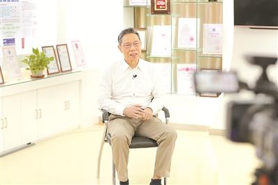 """专访钟南山院士:""""医生看的不是病,而是病人"""""""