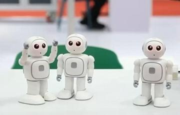 �C器人 中��造 每一��都值得咱�傲