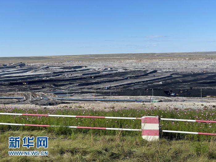 """【石榴花开 籽籽同心】看藏在草原深处的煤电基地如何""""诗意""""生产"""