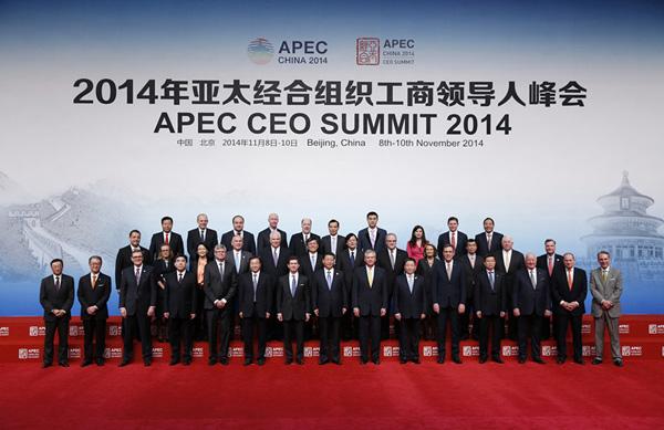 太经合组织工商领导人峰会开幕式前,国家主席习近平同与会亚太工图片